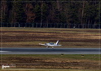 A small propeller aircraft is doing Touch-and-Go exercises in EDDN